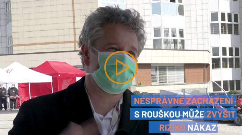 Aktuálně: Roušky zvyšují riziko nákazy, pokud je neperete, říká epidemiolog Petr Smejkal